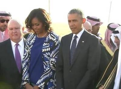 News video: Michelle Obama Forgoes Headscarf In Saudi Arabia, Draws Criticism